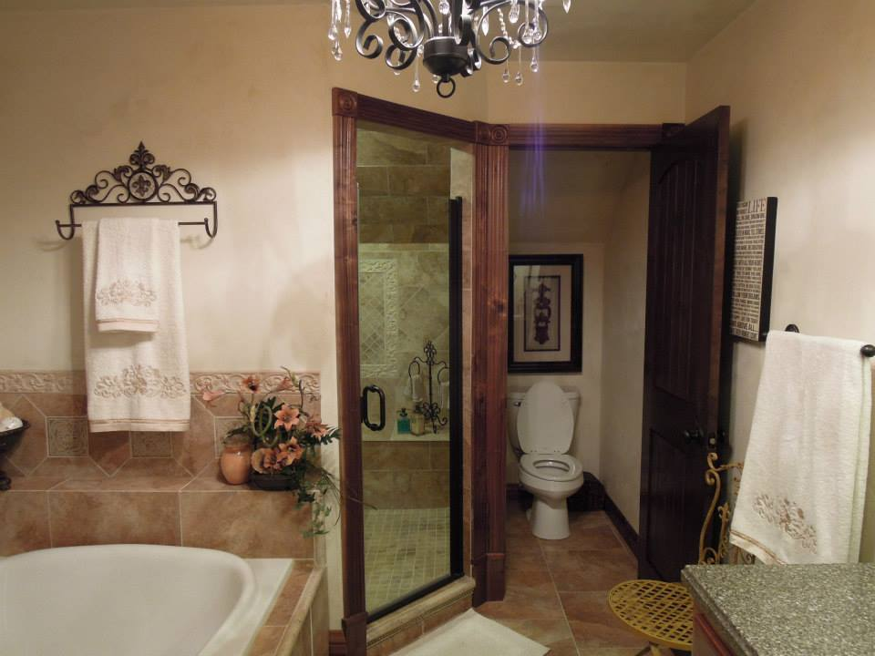 1 king bathroom overview.
